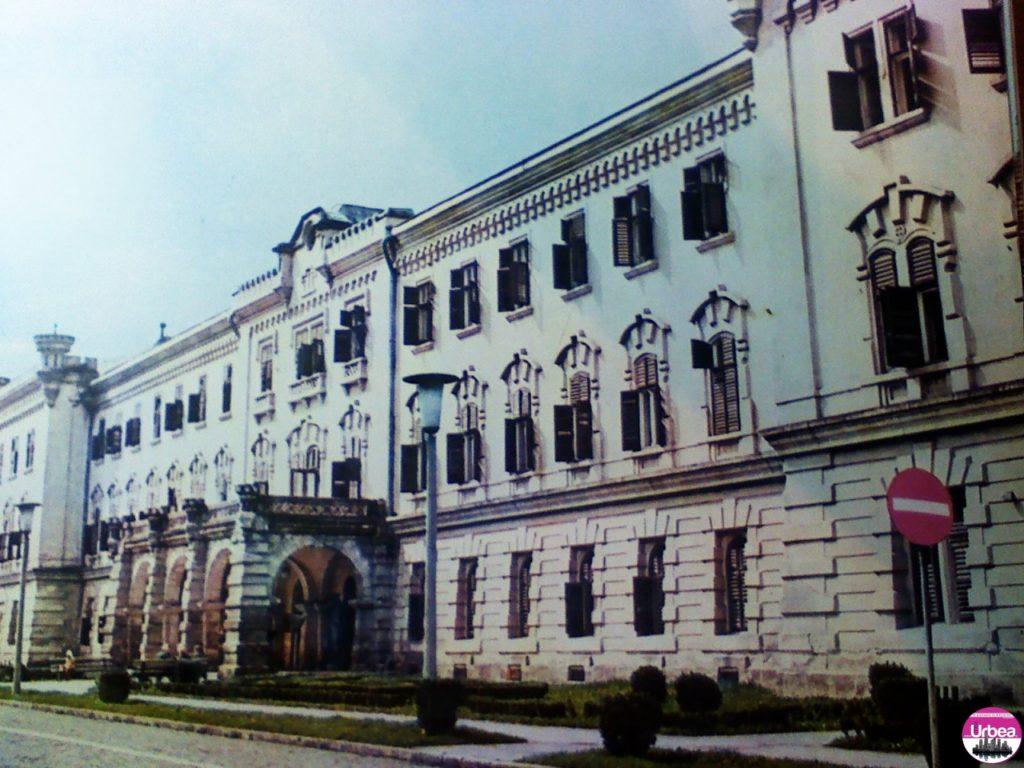 """Clădirea """"Babilon"""" ridicată la mijlocul sec. al XIX-lea, azi sediul muzeului de istorie din Alba Iulia."""