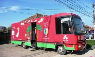 """De marţi, colecțiile Bibliotecii Județene ,,Lucian Blaga"""" Alba pleacă la drum. ,,Bibliobuzul în județul Alba"""", un nou proiect ce debutează în luna octombrie"""