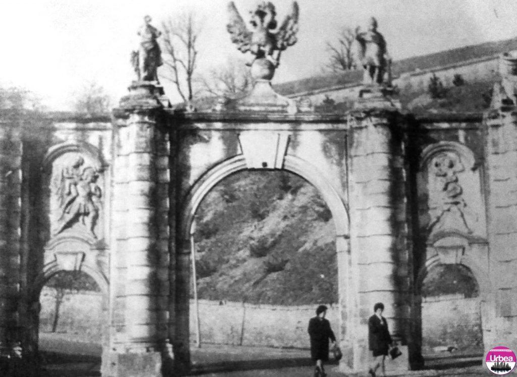 Poarta I-a a cetăţii bastionare din Alba Iulia (1714-1738) ornamentată cu statui şi basorielefuri mitologice.
