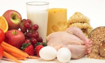 Magazinele vor fi obligate să reducă prețul alimentelor nevândute sau să le doneze