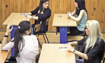 """Concursul de chimie """"Petru Poni"""" 2016, faza judeţeană Alba: Primele locuri pentru elevii de la Colegiul Tehnic Aiud şi Colegiul Economic Alba Iulia"""