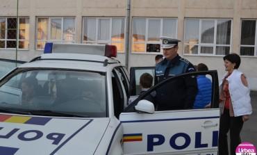 """FOTO-VIDEO: Campania """"Şi tu poţi deveni poliţist"""", la Liceul Sportiv Alba Iulia"""