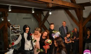"""FOTO-VIDEO: """"Paradoxul Iubirii"""", la Castelul din Sâncrai a încheiat prima zi a Festivalului de Teatru"""