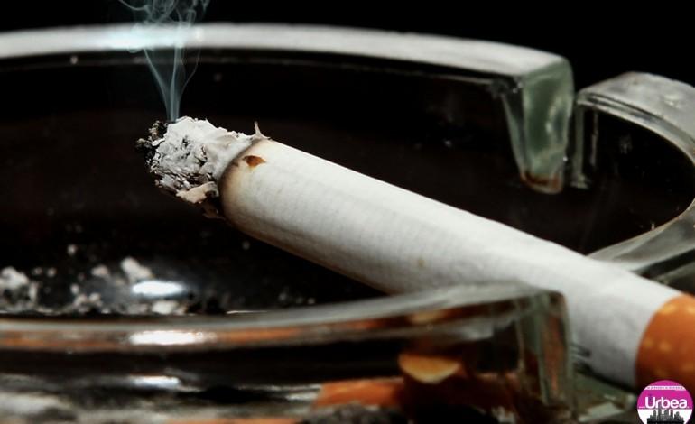 Bărbat din Stremţ, amendat de jandarmi şi poliţişti după ce a fumat într-un local din Alba Iulia