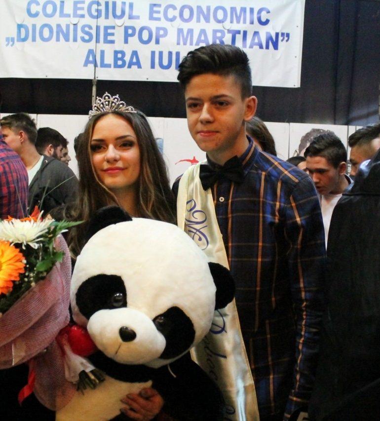"""FOTO: Alexandra Florea şi Sergiu Mermezan, cei mai frumoşi şi descurcăreţi boboci de la Colegiul Economic """"Dionisie Pop Marţian"""""""