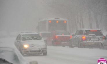 Trafic rutier de iarnă pe drumurile din Alba: Recomandări de la Poliţie
