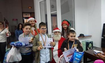 FOTO: Moş Crăciun i-a premiat la Cluj-Napoca pe tinerii şahişti albaiulieni