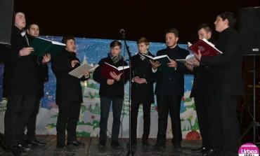 FOTO-VIDEO: Seară magică în Piaţa Cetăţii cu Corul Apulum de la Seminarul Teologic din Alba Iulia