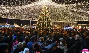 FOTO-VIDEO: Crăciunu' din 21. Bună dispoziţie cu Gaşca Zurli, concert Hara şi surprize pentru cei mici