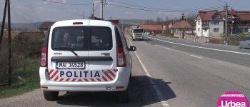 Accident în comuna Bucium. Un bărbat care conducea băut s-a răsturnat cu maşina într-un pârâu