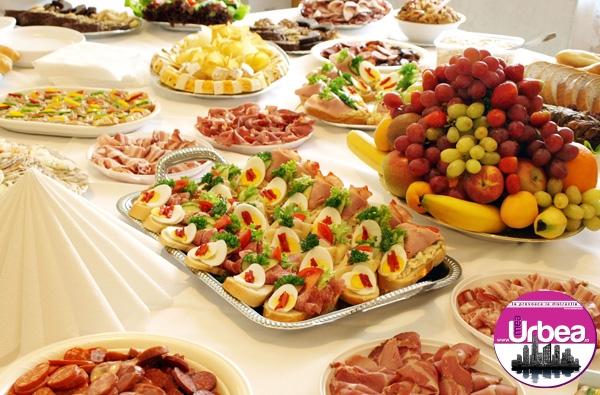 Câteva trucuri simple ca să ne menținem silueta de Anul Nou: Cum să mâncăm de sărbători