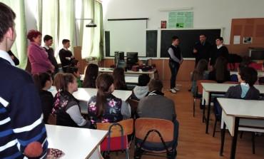 FOTO: Elevii Şcolii Gimnaziale din Daia Română, vizitați de Jandarmii județului Alba