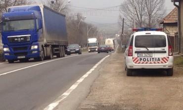 Accident pe DN7, zona Tărtăria: Impact între un tractor şi o autoutilitară