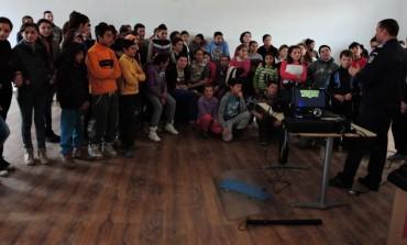 FOTO: Elevii și cadrele didactice de la Şcoala Gimnazială din Câlnic, vizitați de jandarmi