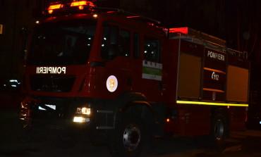 UPDATE: Incendiu în localitatea Petreşti: Acoperişul unei case a luat foc
