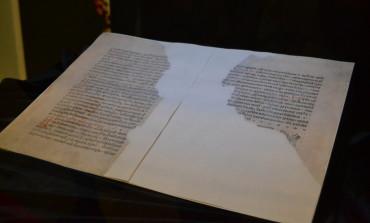 FOTO-VIDEO: Fragment din Sbornicul slavon, apărut la Sebeș în anul 1580, exponatul lunii la Muzeul Național al Unirii din Alba Iulia