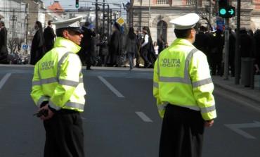"""Razie în blocul """"Turturica"""" din Alba Iulia. Oamenii legii au verificat peste 500 de persoane"""