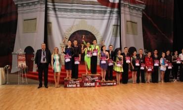 FOTO: Concursuri naționale de dans la Bistrița și Brașov. Patru clasări pe podium pentru Clubul Top Dance
