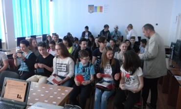 """FOTO: Polițiștii din Alba, alături de elevi și preșcolari, în """"Școala Altfel"""""""