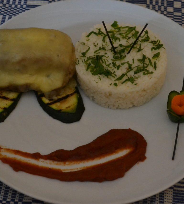 """FOTO: """"Școala Altfel"""". Expoziție culinară la Colegiul Economic """"Dionisie Pop Marțian"""" din Alba Iulia"""