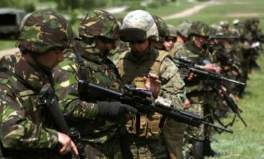 """MIERCURI: Prezentare de tehnică militară şi exerciţiu demonstrativ în Poligonul Miceşti, în cadrul proiectului """"Armata – O  şcoală  altfel"""""""