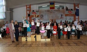 FOTO: Cupa ProDance la Alba Iulia. Zece perechi de la clubul Top Dance pe podium