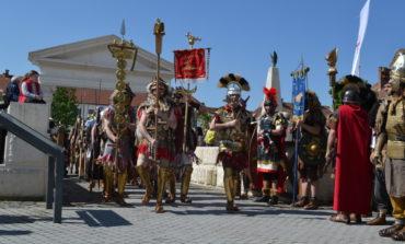 """FOTO-VIDEO: Weekend cu """"aer"""" de istorie la Alba Iulia. Deschiderea oficială a Festivalului Roman Apulum"""