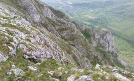 Tragedie în Cheile Vălişoarei: Un alpinist, cetăţean maghiar a decedat după ce a căzut 40 de metri în gol, de pe o stâncă