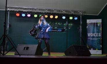 """FOTO-VIDEO: Seară plină de talent la Pubskit 77 din Alba Iulia în cadrul Festivalului Național """"Voices"""", ediția a IV-a"""
