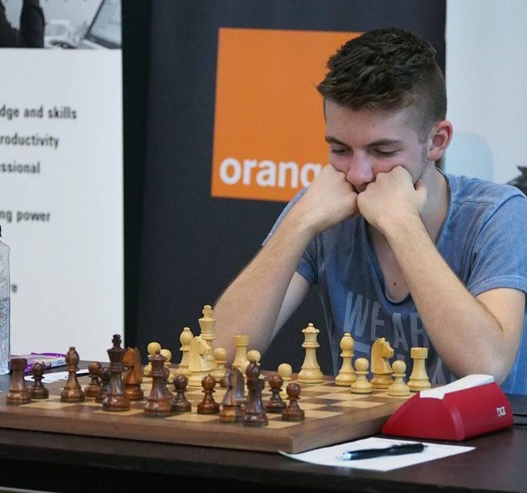 Mihnea Costachi şi George Ileană, în lupta pentru medalii la Campionatele Europene de şah pentru juniori, de la Mamaia
