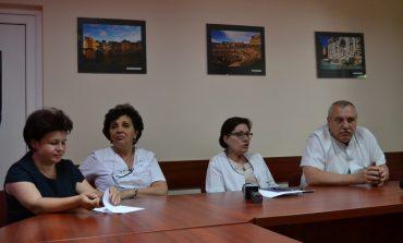 Cazul femeii care trăiește de 16 ani într-o rezervă a Spitalului Județean Alba, dependentă de ventilator