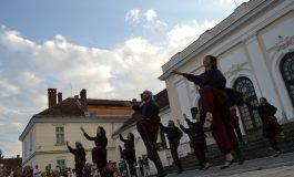 FOTO-VIDEO: Muzică și dansuri tradiționale palestiniene, în Piața Cetății din Alba Iulia