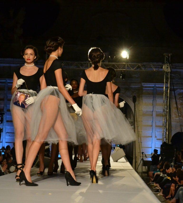 FOTO-VIDEO: Defilări de modă pline de eleganță și stil, la finalul Festivalului Feeric Fashion Week de la Alba Iulia