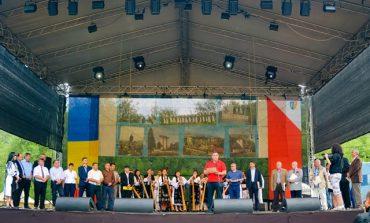 FOTO: Târgul de Fete – o sărbătoare autentică a tuturor românilor şi dovada că, indiferent de vreme şi de vremuri, tradiţiile pot fi păstrate
