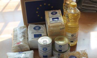 FOTO: Primăria Alba Iulia distribuie ajutoarele alimentare pentru persoane defavorizate