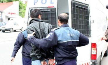 Tânăr cu antecedente penale, prins după ce a furat cupru din curtea unui vecin din comuna Unirea