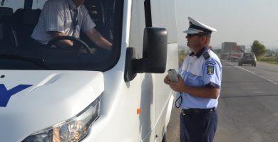 FOTO: Acțiunea Truck&Bus. Polițiștii din Alba verifică microbuze, camioane și autocare