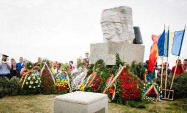 """Târgul de Fete: Ceremonii solemne organizate la """"Crucea Iancului"""" de pe Muntele Găina în memoria înaintaşilor care au luptat pentru neamul românesc"""