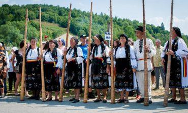 """Târgul de Fete, cea mai mare sărbătoare populară din România, deschis de tulnicăresele din Apuseni, parada portului popular și concursul """"Cultură pentru Cultură"""""""