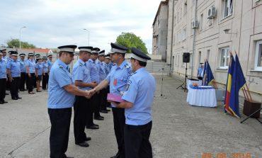 FOTO: Avansări în grad la Jandarmeria Alba. 25 de cadre militare au împlinit termenul de înaintare în gradul următor și au fost avansate într-un cadru festiv la sediul IJJ Alba