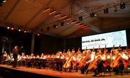 "FOTO-VIDEO: Debut glorios a Festivalului ""Dilema Veche"" 2016, la Alba Iulia. Dezbateri dilematice și concert cu Budapest Gipsy Simphony Orchestra – 100 Gypsy Violins"