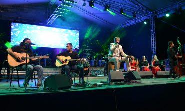 FOTO-VIDEO: Concert unplugged cu trupa Holograf în Piața Cetății din Alba Iulia. Mii de oameni au fost martorii unui spectacol de neuitat