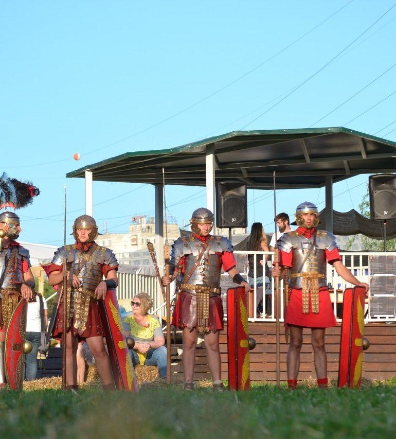 FOTO: Festivalul Transylvania History Days de la Cluj-Napoca. Demonstrații militare, dansuri și lupte de gladiatori organizate de Garda Apulum