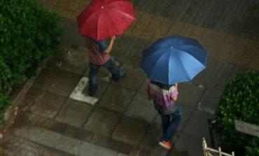 Atenţionare meteo: Ploi, vânt puternic şi ninsori la munte, până duminică seara