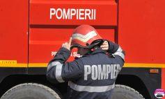 Incendiu în curtea SALPREST din Alba Iulia: Pompierii intervin pentru stingerea flăcărilor de la pubelele de plastic