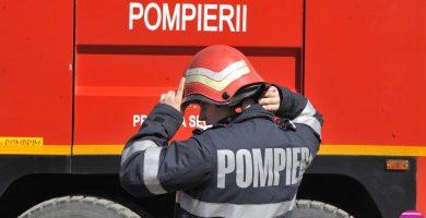 Incendiu la Răhău: Pompierii intervin pentru stingerea focului de la baloţi de paie