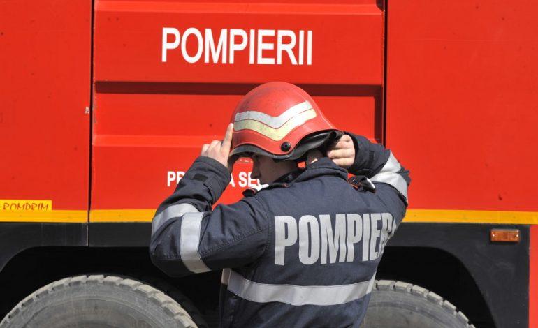 Incendiu pe strada Iederei din Alba Iulia: O maşină a fost cuprinsă de flăcări