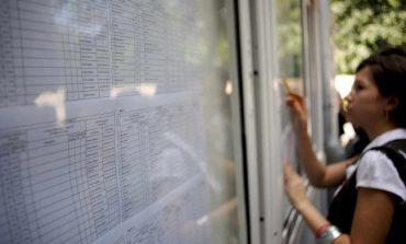 Elevii care au obținut media 10 la Evaluarea Națională și examenul de Bacalaureat, primesc bani de la Guvern. Despre ce sume este vorba
