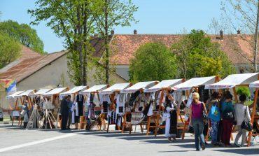 12-15 august: Târgul meșterilor populari revine la Alba Iulia. Produse tradiționale din lemn, sticlă, piele, țesături, prezentate în Piața Cetății