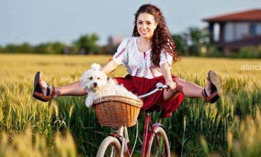 MIERCURI: Pre-parada SKIRTBIKE în ie românească. Plimbare veselă pe biciclete și atelier de țesut la război, la Hăpria